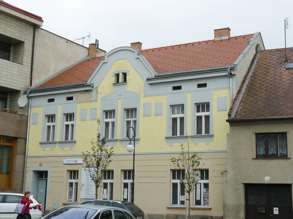 historický bytový dům Březnice náměstí